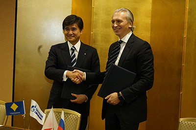 Mr. Nishijima(left) with Mr. Dyukov after signing the agreement